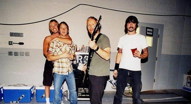 """Taylor Hawkins revela pior show do Foo Fighters: """"fomos vaiados"""""""