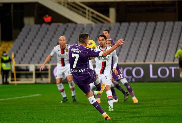 Fora das competições continentais, a Fiorentina luta apenas contra o rebaixamento no Campeonato Italiano.