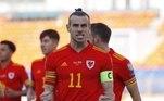 9 - Gareth Bale (Real Madrid) -32 milhões de dólares (R$ 168,8 milhões)O galês recebe um dos grandes salários do futebol mundial. Não à toa, o jogador dificultou diversas vezes a saída do Real Madrid. Bale recebe do clube merengue 26 milhões de dólares (R$ 137 milhões). Em patrocínios, Bale arrecada cerca de seis milhões de dólares, algo em torno de R$ 31 milhões