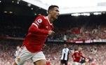 1 - Cristiano Ronaldo (Manchester United) - 125 milhões de dólares (R$ 659,5 milhões)Do total, 70 milhões de dólares (R$ 368milhões) vêm do salário anual do jogador, mais os bônus pela contratação, as chamadas luvas. Os 55 milhões de dólares restantes (R$ 289 milhões) são oriundos das marcas que patrocinam CR7