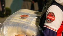 Jovens arrecadam e distribuem 10,4 mil agasalhos a moradores de rua