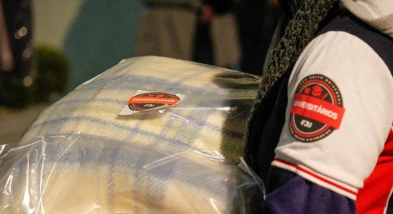 Foram doados 212 cobertores na ação da Força Jovem Universal