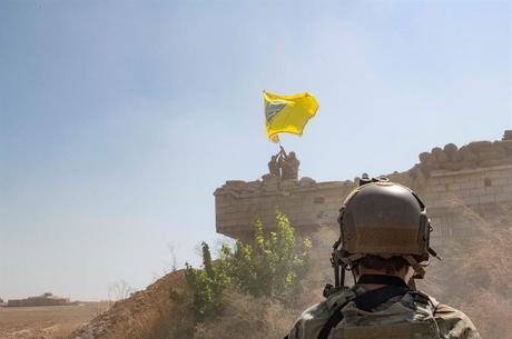 Há um mês, tropas dos EUA protegiam as milícias curdas