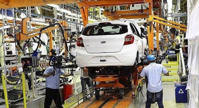 Fábricas retomaram, ainda que com turno reduzido, a fabricação de veículos em junho