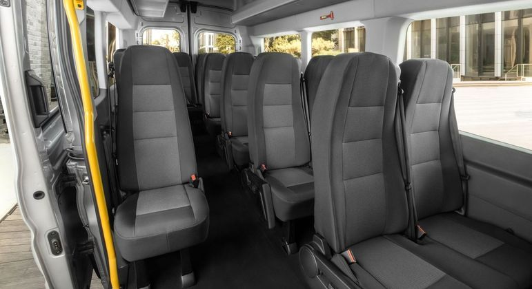 Van tem espaço para 18 passageiros