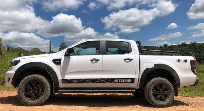 O motor ainda é o mesmo Duratorq 3.2 diesel de 200cv e 47,9kgfm de torque. O câmbio é automático de seis velocidades.