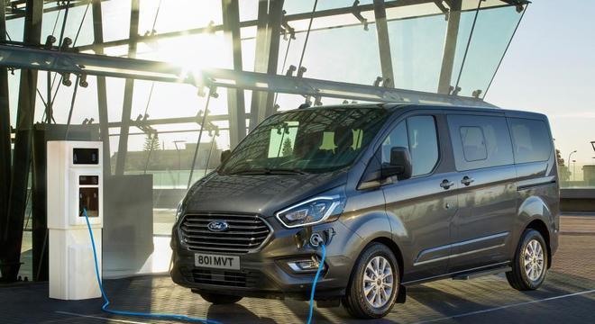 Van Tourneo em versão híbrida apresentada para o mercado europeu