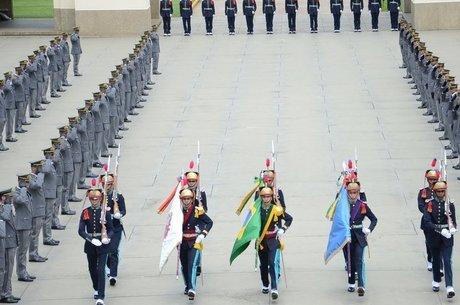 Soldado William Reis General Augusto Heleno, agora chefe do Gabinete de Segurança Institucional, era instrutor da Aman quando Bolsonaro entrou como cadete em 1974 'Valores imutáveis'