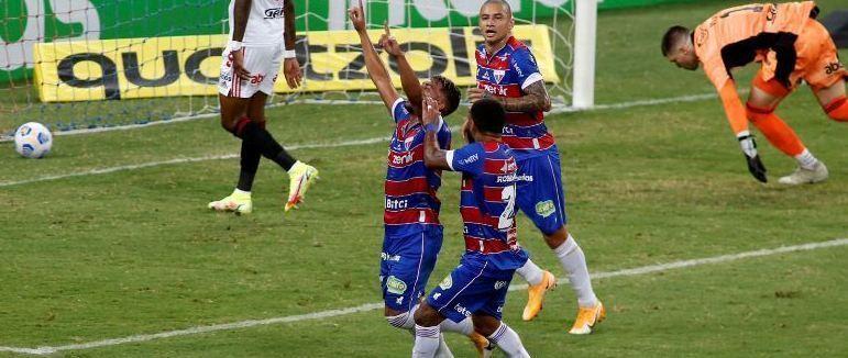 Ronald comemora o primeiro gol. Falha de Volpi que desequilibrou o São Paulo