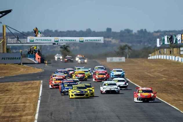 Forte calor atrapalhou pilotos e equipes durante as corridas