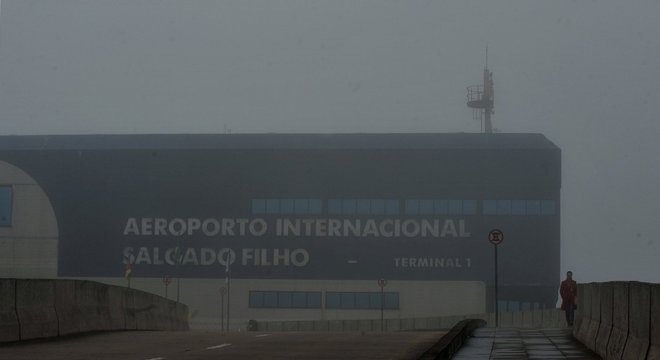 Forte neblina causou fechamento do aeroporto por cerca de 3 horas Crédito: Alina Souza