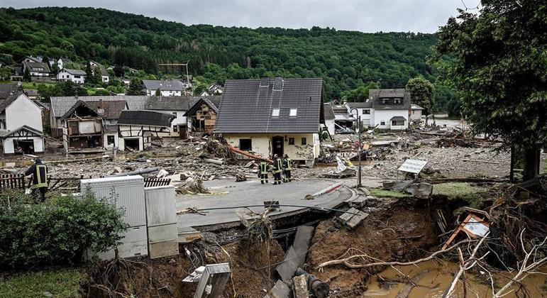 Fortes chuvas causam destruição na Alemanha.