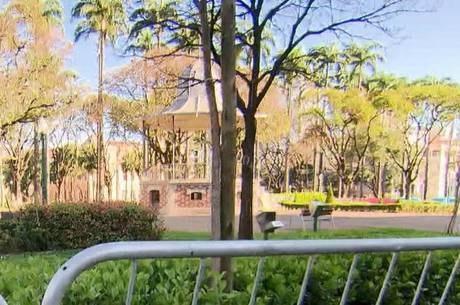 Praça da Liberdade está fechada desde março