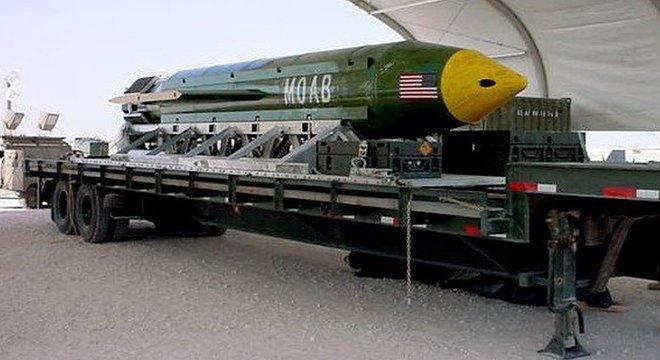 A MOAB, ou 'mãe de todas as bombas', faz parte do arsenal da Força Aérea dos Estados Unidos