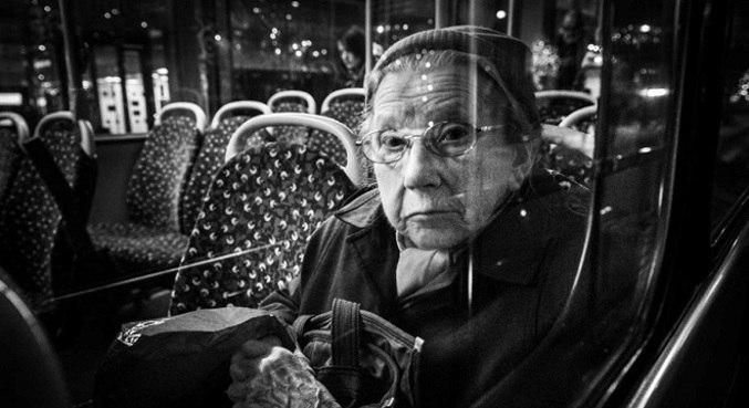 Imagens retratam o cotidiano de pessoas em diferentes meios de transporte