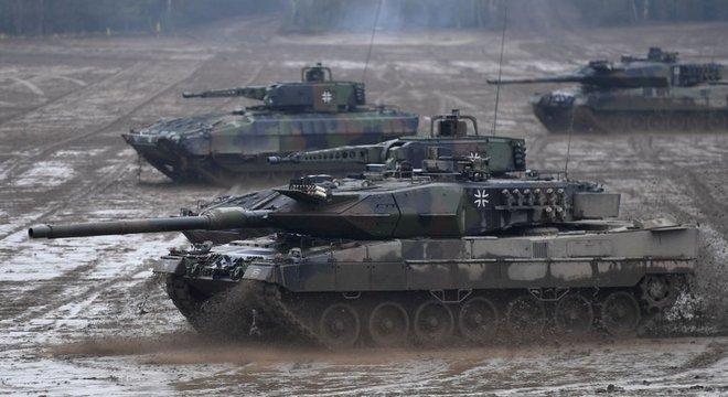 Só ao redor de um terço dos 97 tanques, aviões de combate e helicópteros de nova fabircação na Alemanha estavam prontos para combate em outubro