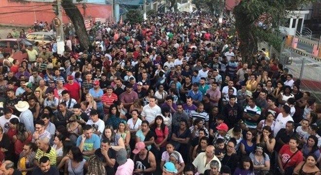 Foto divulgada na página do Facebook de Lula mostra vigília pela soltura do ex-presidente em frente ao sindicato dos metalúrgicos no ABC na tarde deste domingo