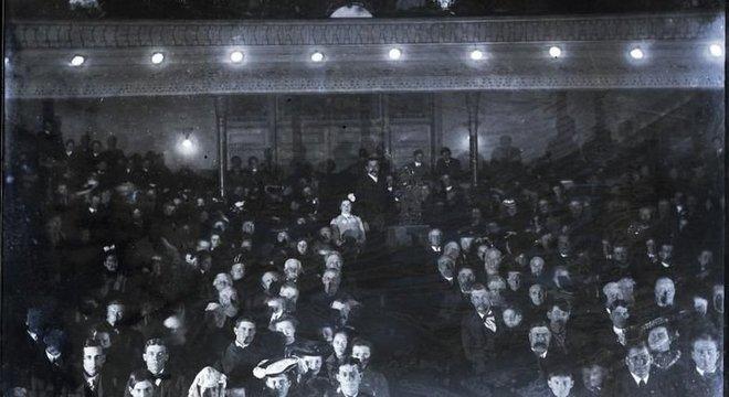 Foto do cinema em 1899, quando era conhecido como Graham Opera House; local sobreviveu à Grande Depressão e à chegada do streaming