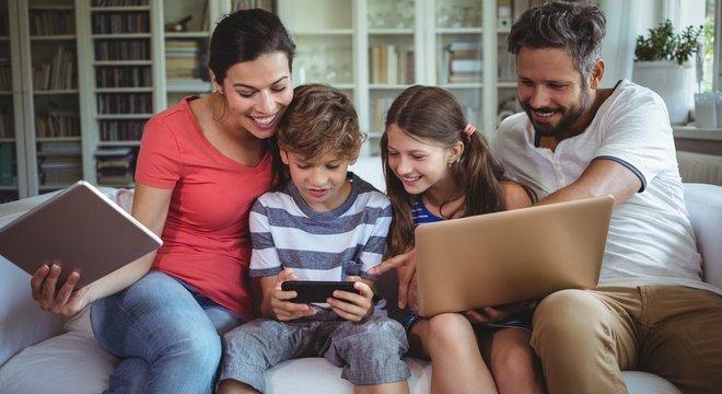 Siibak diz que discutir o uso da rede social em família pode ajudar a construir confiança