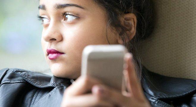 Especialistas alertam que a prática do 'sharenting' pode encorajar o bullying digital