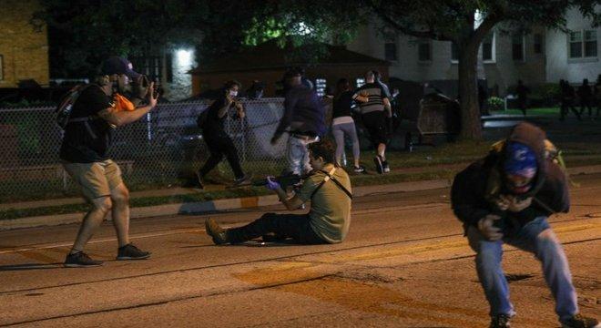 Episódios como a morte de duas pessoas baleadas em manifestações contra a violência policial em Kenosha, em Wisconsin, em agosto são vistos por Watts como sinais alarmantes