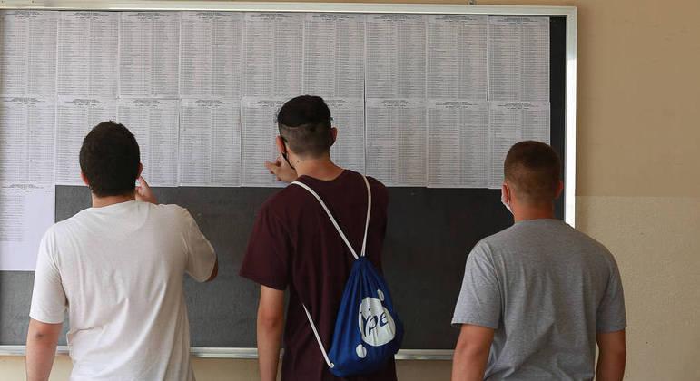 Estudantes podem conferir a lista de aprovados em segunda chamada