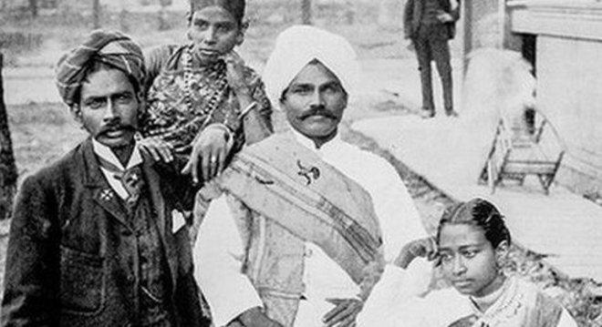 Fotografia antiga do grupo de cingaleses