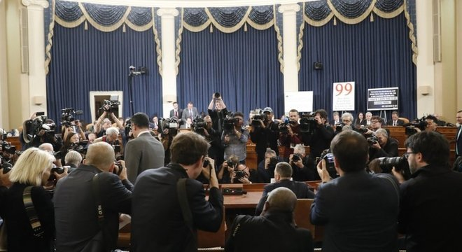 Fotógrafos registram chegada de Kurt Volker e Tim Morrison; esta terça foi o terceiro dia de audiências públicas no processo de impeachment
