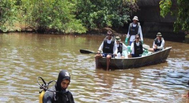 Fragmentos continuam sendo encontrados no litoral do Estado. Só nesta terça-feira (12), foram retirados 100 kg do estuário do rio Persinunga, na divisa com Alagoas.