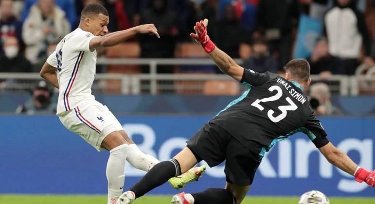 Detalhe do gol de Mbappé, a França 2 X 1