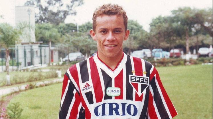França: 12 gols em 1998 - França já havia sido artilheiro do estadual pelo São Paulo em 1998, em ocasião na qual o Tricolor também levou o caneco. Ao todo, ele disputou 304 partidas pelo São Paulo, fazendo 174 gols.