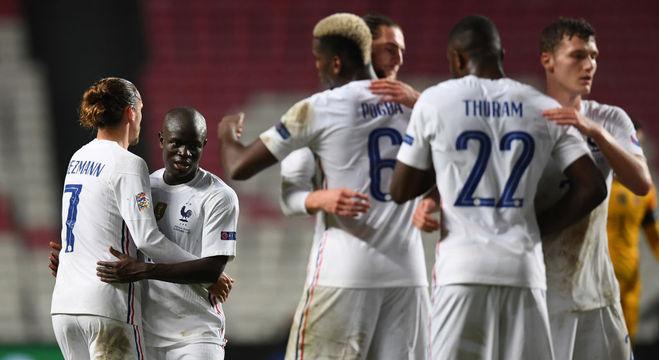 A festa de Kanté, da França, enfim um gol, depois de 365 dias de jejum