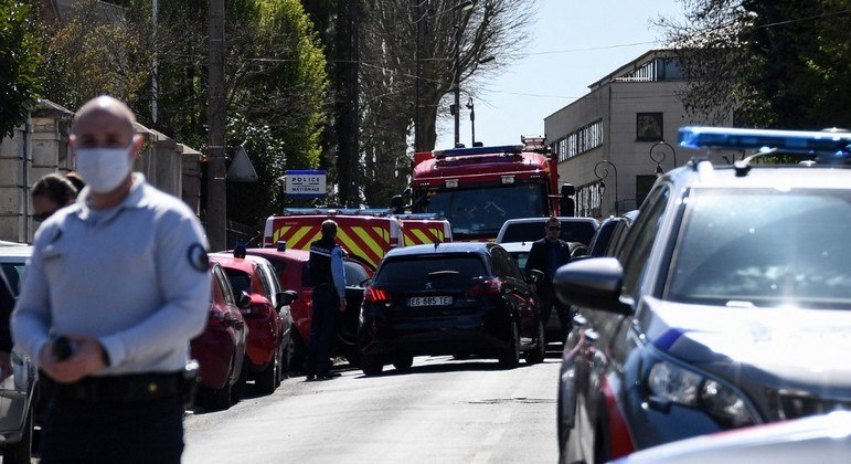 Ataque aconteceu perto da delegacia da cidade de Rambouillet