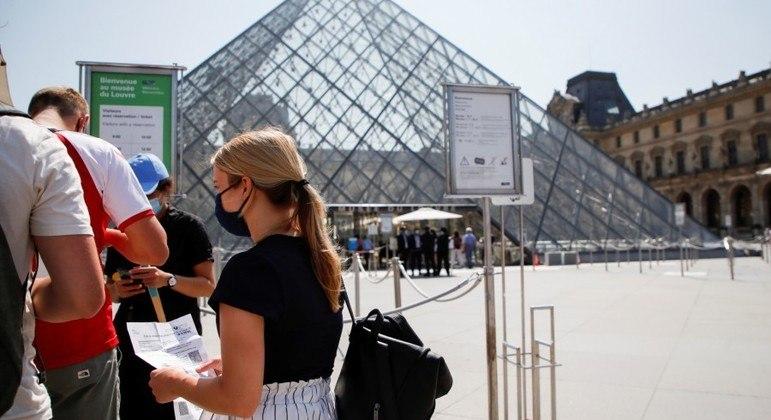 Cidadãos franceses vacinados no exterior podem ter acesso a certificado sanitário especial