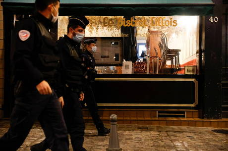 França decreta toque de recolher em centros urbanos