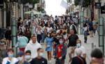 Em Lyon, na França, a terceira cidade mais populosa do país, anunciará em breve medidas para conter a pandemia do coronavírus. Assim, junta-se a outras grandes cidades do país, como Nice, Bordéus e Marselha. Em todos eles, a taxa de infecção é três ou quatro vezes superior ao nível de alerta de 50 casos por 100 mil habitantes