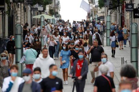 """França aumenta lista de """"zonas vermelhas"""""""