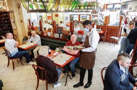 Restaurantes de Paris reabrem por completo, mas cautela permanece -  Notícias - R7 Internacional