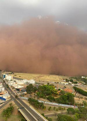 Nuvem de poeira na região durou cerca de uma hora
