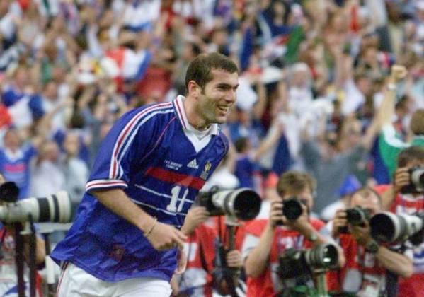 França - O bicampeonato mundial da seleção francesa foi sem qualquer derrota, com ótimas campanhas. Em 1998 (6 vitórias e 1 empate) e em 2018 (6 vitórias e 1 empate)