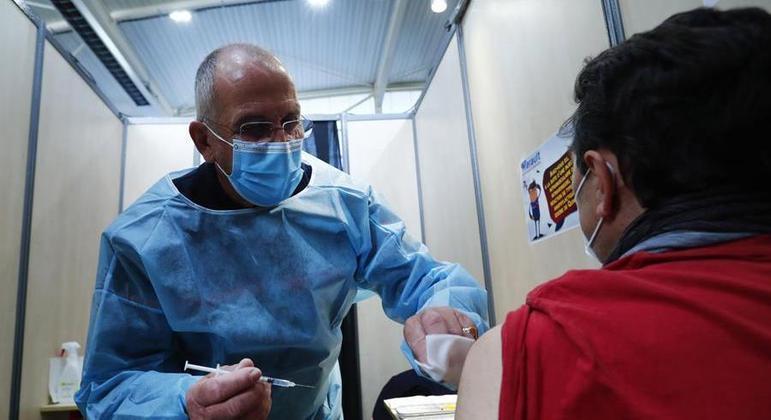 Pilotos e auxiliares de voo de companhias aéreas francesas serão vacinados