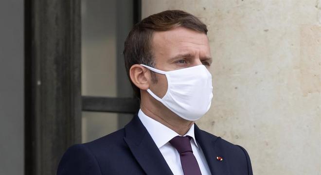 Presidente da França dá positivo para covid-19