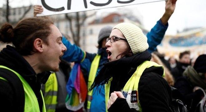 Coletes amarelos voltaram às ruas em novos protestos na França
