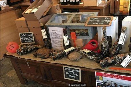 Durante l'Immersion, os participantes são convidados a provar os vinhos envelhecidos no mar, junto a especialidades locais que incluem pães e ostras