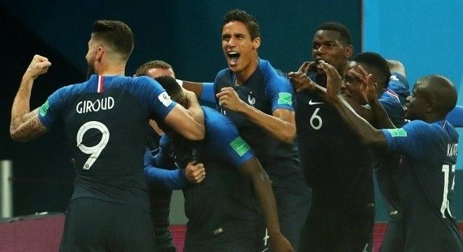 Franceses comemoram o gol de Umtiti na semifinal com a Bélgica