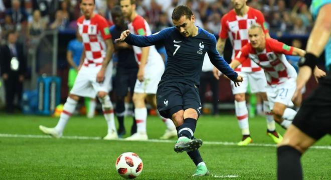 O pênalti que decidiu a Copa do Mundo. Marcado pelos árbitros de vídeo