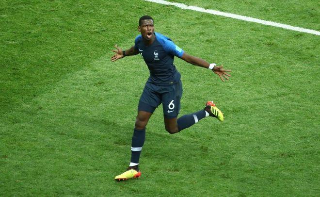 O francês correu para o abraço...