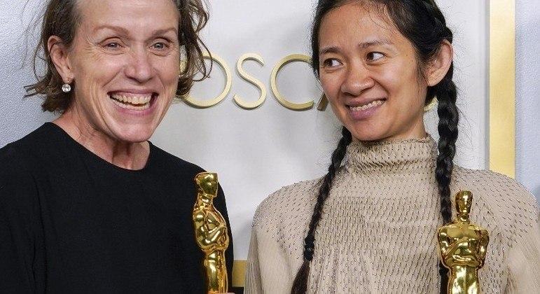 Frances McDormand e Chloe Zhao, premiadas por 'Nomadland'