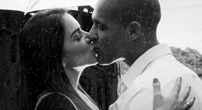 """Jéssica e Flávio durante o """"temporal de amor"""", como descreveu o tenente"""