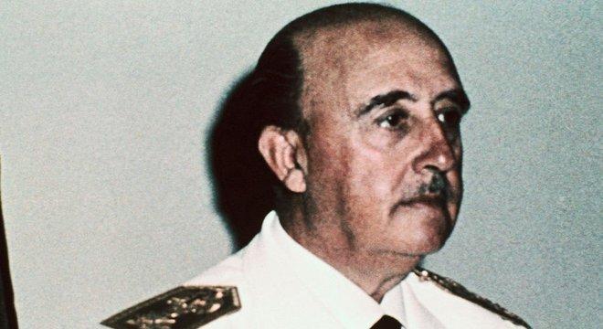 Segundo a historiadora Basabe, estão reaparecendo na Espanha algumas das divisões que terminaram após a Guerra Civil e o governo militar de Franco (foto)